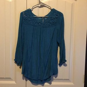 Cute turquoise top